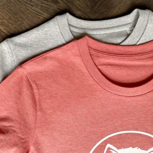 Unisex T-Shirt und Sweatshirt von TARIGS